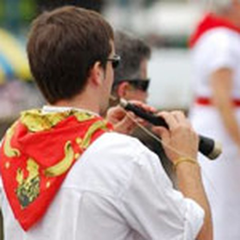 Propagando la cultura vasca en fiesta de Baiona