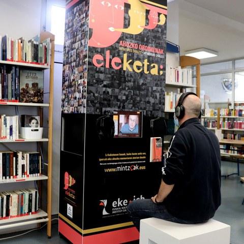 EKE-k oroimen kolektiboaren multimedia kioskoa plazaratu du