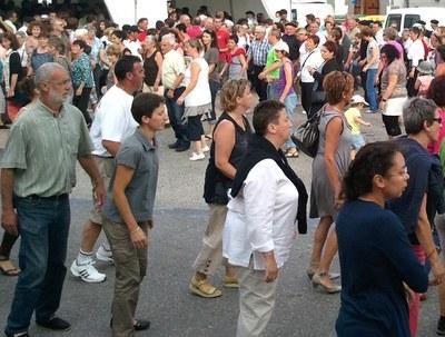 Mutxikoak Irisarriko plazan (2012 - Iñaki Zugasti / dantzan.com - CC-BY-SA )