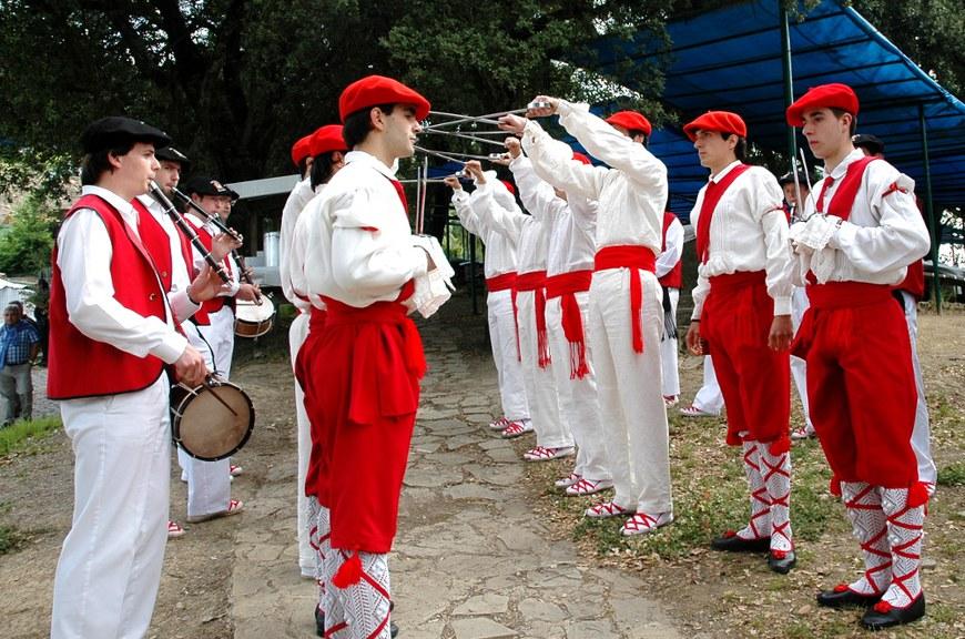 Ezpata-dantza Zumarragan (2012 - Oier Araolaza / dantzan.com - CC-BY-SA)