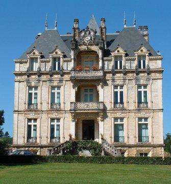 Le château Lota à Ustaritz, siège de l'ICB