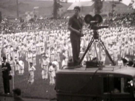 Dantzariak lehen Aberri Egunean, Bilbon (1932)
