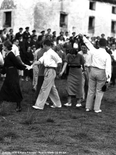 Soka-dantza eta protokolo zibilak hegoaldean: dantza gizartearen ispilu