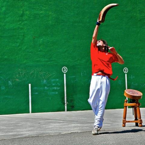 Laxoa, aux origines de la pelote basque
