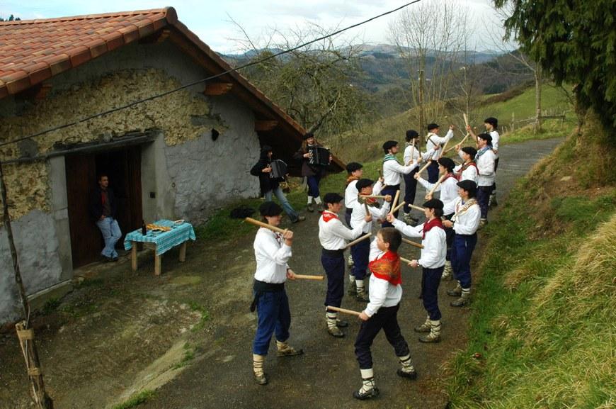 Talai Dantza à Amezketa (2008 - Oier Araolaza / dantzan.com - CC-BY-SA)