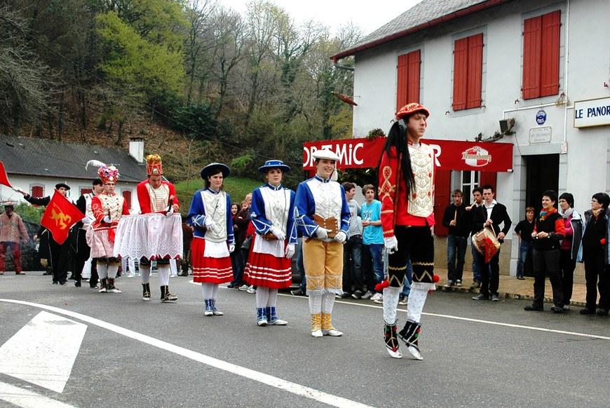 Mascarade de Chéraute au quartier Hoquy (2012 - Oier Araolaza / dantzan.com - CC-BY-SA)