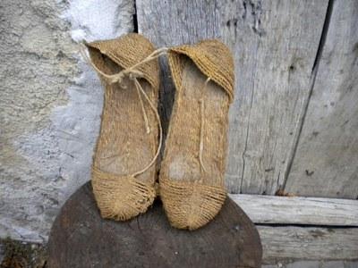 Sandales en corde utilisées pour le transport des billes de bois sur le rio Irati. Photo ICB.