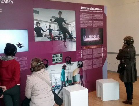 "L'exposition ""SOKA, regards sur la danse basque"" à Pampelune"