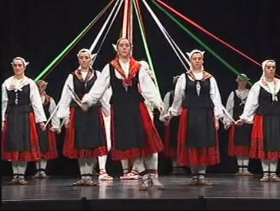 """""""Zinta-dantza"""" (Danse des rubans)"""