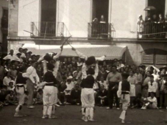 Dantzari-dantza sur la place d'Elorrio (≈1920)
