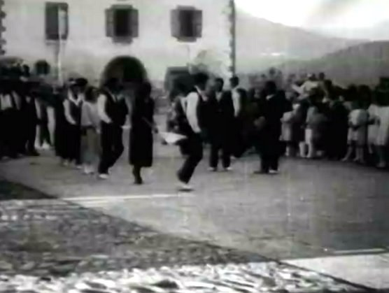 Danse en chaîne à Lekaroz (Navarre) (1923)