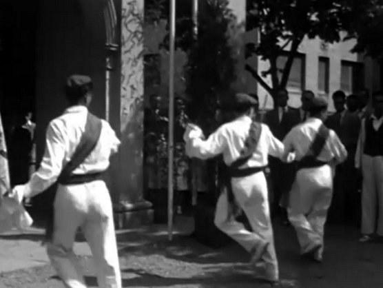 Danseurs à l'épée à Añorga (Gipuzkoa, 1950-1960)