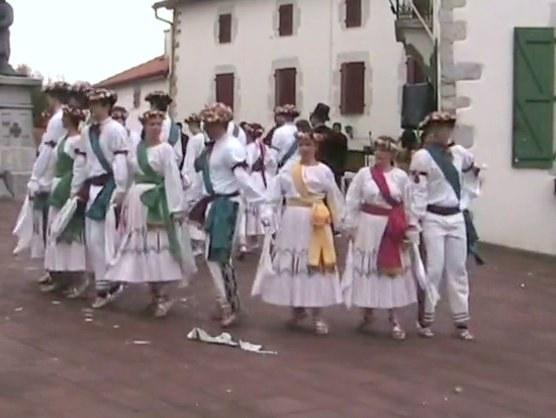 Soka-dantza (danse en chaîne) à Briscous (Labourd)