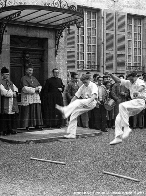 XXème siècle :  le clergé et le folklorisme